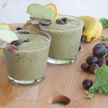 Apple, kale & grape detox smoothie