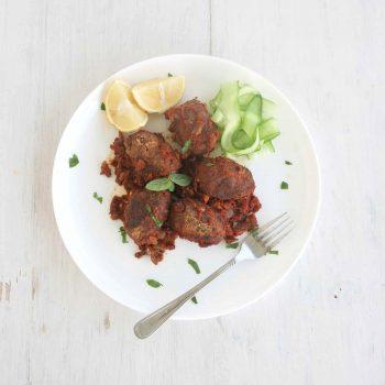 """Soutzoukakia, vegan """"meatballs"""" with tomato sauce"""