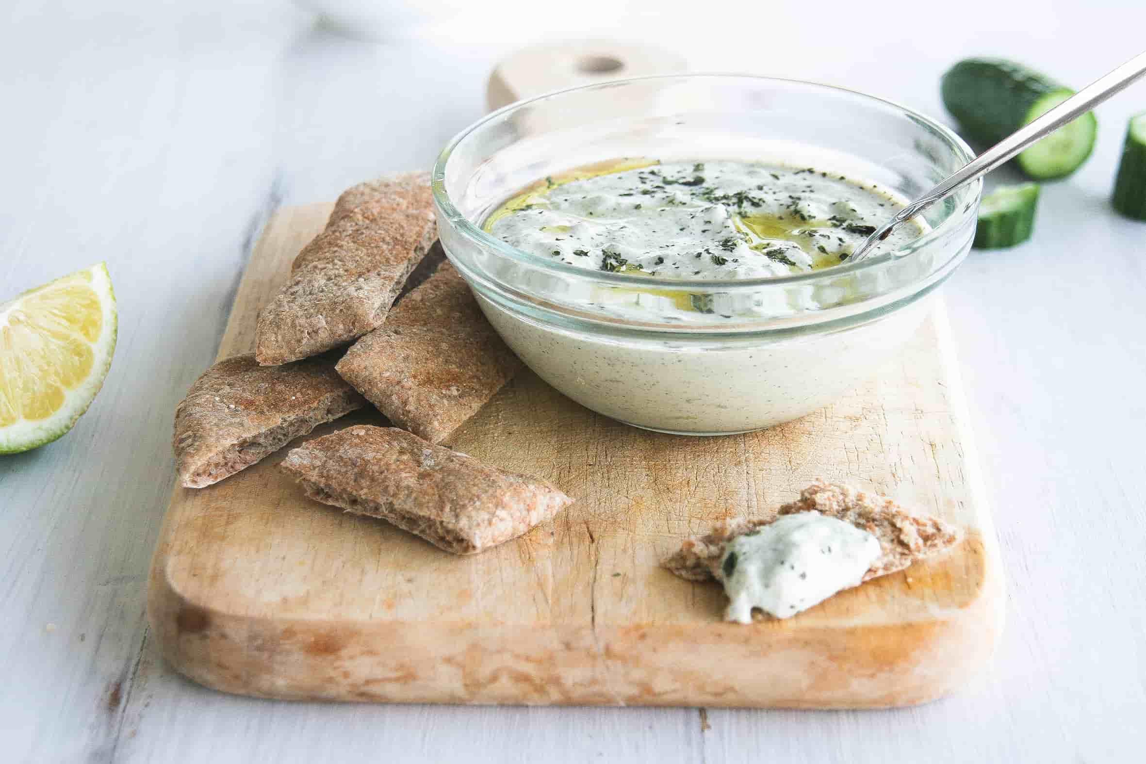 Vegan-tzatziki-dip-recipe-starters-sides-4
