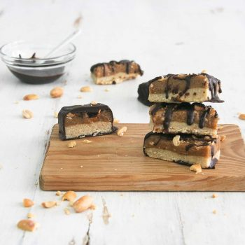 Healthy peanut caramel bars